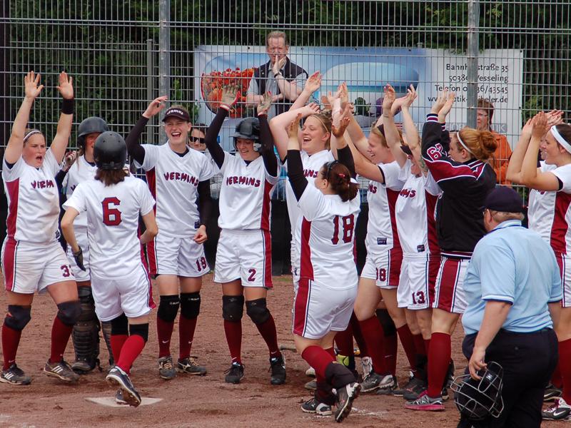 Zwei weitere Siege im Spitzenduell - Softball-Deutschland.de
